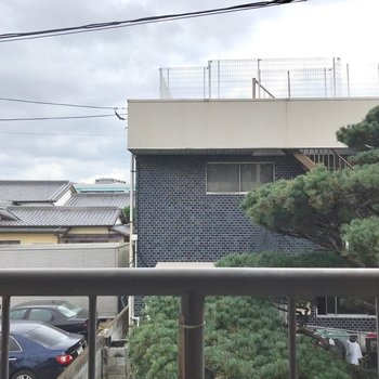 2階だけど、高い建物が少ないので人目が気になりません。