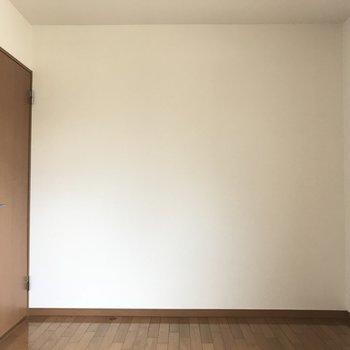 玄関側の洋室です(※写真は1階の反転間取り別部屋のものです)