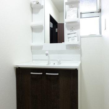 洗面台は収納力も兼ね備えてます