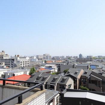 博多の街並みを一望できる!高い建物がないので空が見える♬