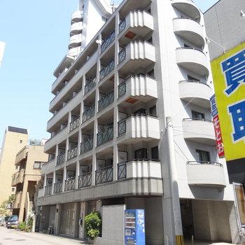 博多駅から徒歩圏内!大通り沿いのマンション。