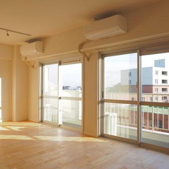 【イメージ】南東向きで日中も明るい室内。