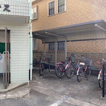 駐輪場は玄関横にもあります