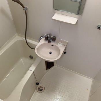 【工事前】こちらも総取り替え!独立洗面台になります…!