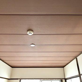 天井も趣あって素敵っ。(※写真は清掃前、通電前のものです)
