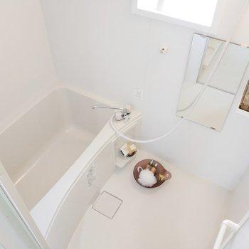 浴槽の広さ問題なし。※写真は2階反転間取りの別部屋のものです
