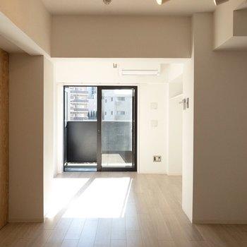 ダイニングと洋室で雰囲気が大きく変わりますね。※写真は2階の同間取り別部屋のものです
