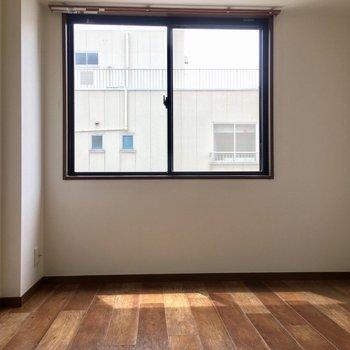 リビングスペースからつながっている洋室です