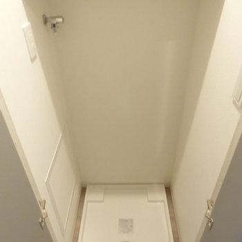 洗濯機置場は普段は隠せます。※写真は7階の同間取り別部屋のものです