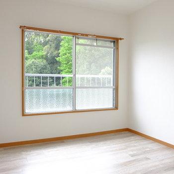 窓の外に見えるグリーンからマイナスイオンを感じる…!?