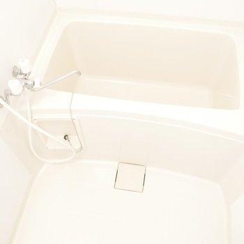 浴室はシンプル お湯をはってゆっくり疲れを落とそう