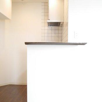 キッチンはカウンターがあるので便利!