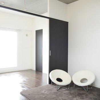 シックな家具も似合うリビングです