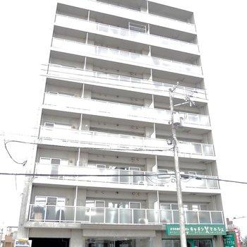 地上9階の建物の1階部分にはお弁当屋さんが入っています!
