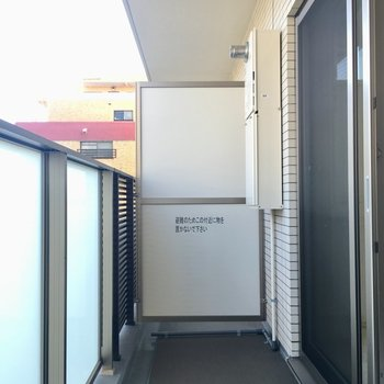 バルコニーは広々。※写真は2階の反転間取り別部屋のものです