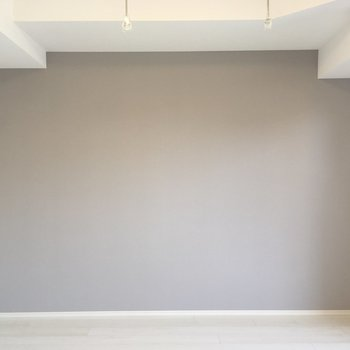 アクセントクロスが優しい色。※写真は2階の反転間取り別部屋のものです