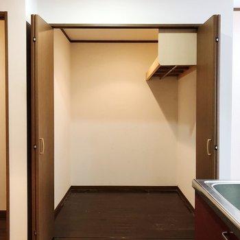 ハンガーラックを用意して空間を工夫しましょう※写真はクリーニング前のものです