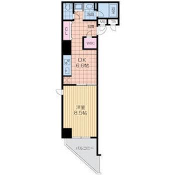 角部屋の尖ったバルコニーが特徴的。