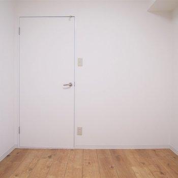 玄関横の洋室です