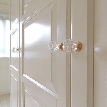 【洋室】扉を開けてみて