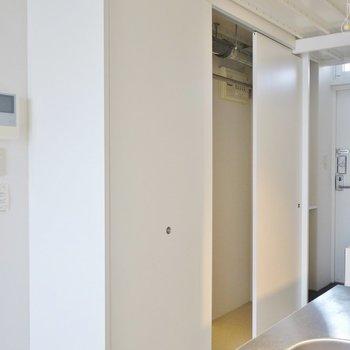 奥行はイマイチですが、横幅はあります。※写真は205号室のもの