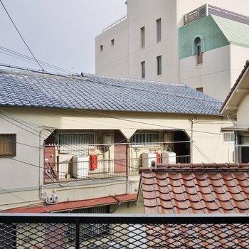 住宅街が広がる眺め。※写真は205号室のもの