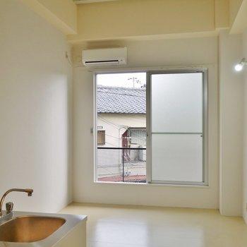 天井も高くって、とーっても開放的。※写真は205号室のもの
