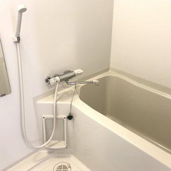 お風呂は足伸ばせます!※写真は同間取り別部屋です