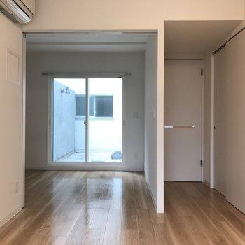となりの洋室とは繋いでおくと◎※写真は同間取り別部屋です