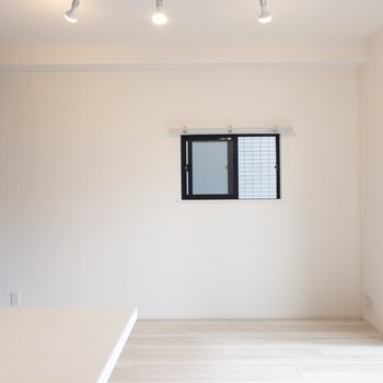 【LDK】ここにも窓がある!※写真は7階の同間取り別部屋のものです
