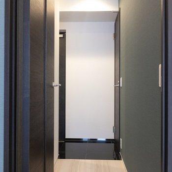 廊下の方へ。。※写真は7階の同間取り別部屋のものです