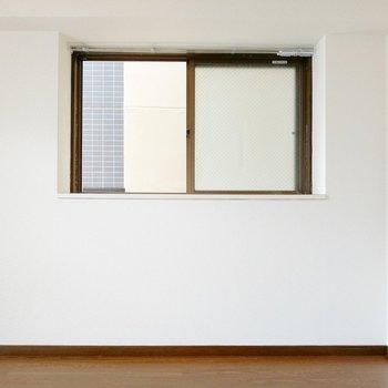 出窓にはグリーンを並べたいな。