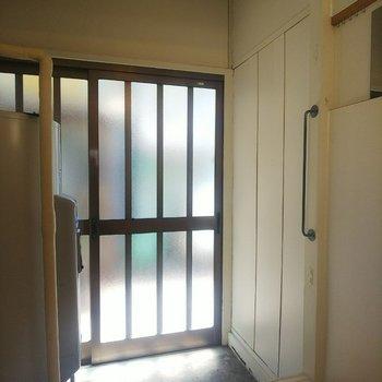 玄関スペースには温水機があります。