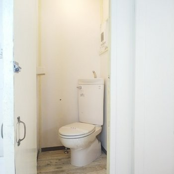 トイレもシンプルなつくりです。