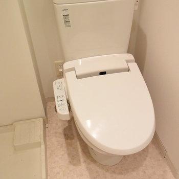 トイレはウオッシュレット付き(※写真は3階の同間取り別部屋のものです)