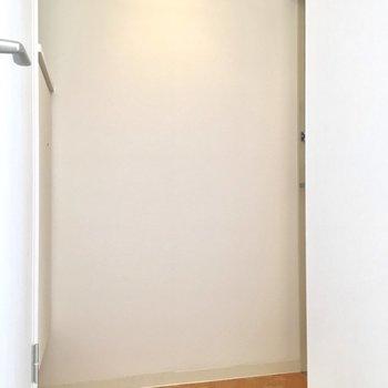 玄関は三角形。