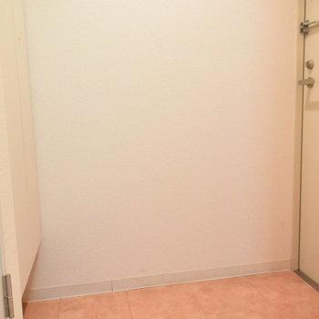 玄関は三角です(※写真は3階の同間取り別部屋のものです)