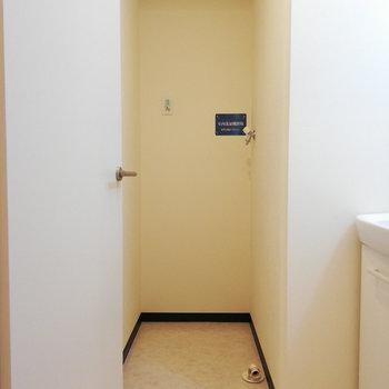 洗濯機はここですが、洗濯パンはありません。※写真は3階の同間取り別部屋のものです