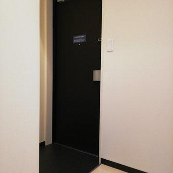 清潔感のある玄関※写真は3階の同間取り別部屋のものです