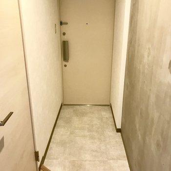 奥行きのある玄関!※写真は1階の同間取り別部屋の写真です