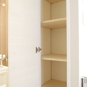 脱衣所にこの収納スペース!バスタオルや生活用品もここに置けますね◎