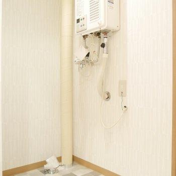脱衣所スペース内に、洗濯機置き場がありますよ〜