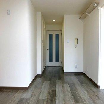 LDKから玄関への扉