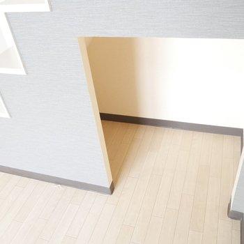 この階段でロフト上がっていきます