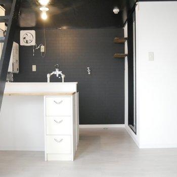 黒色クロスと白のコントラストがかっこいい、、!