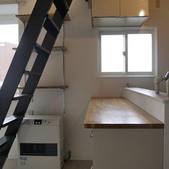 キッチンスペースにも小窓がついてるんです!