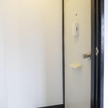 玄関口はホワイト!