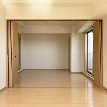 こちらは南側の洋室からの眺め。