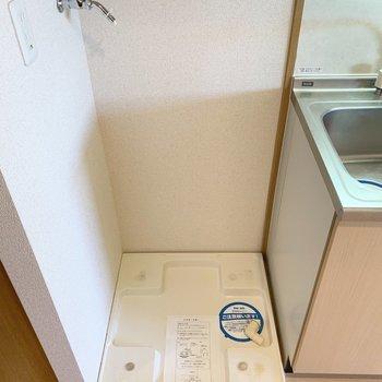 洗濯機置場はキッチンのすぐ隣。