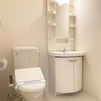 洗面脱衣所兼トイレ。